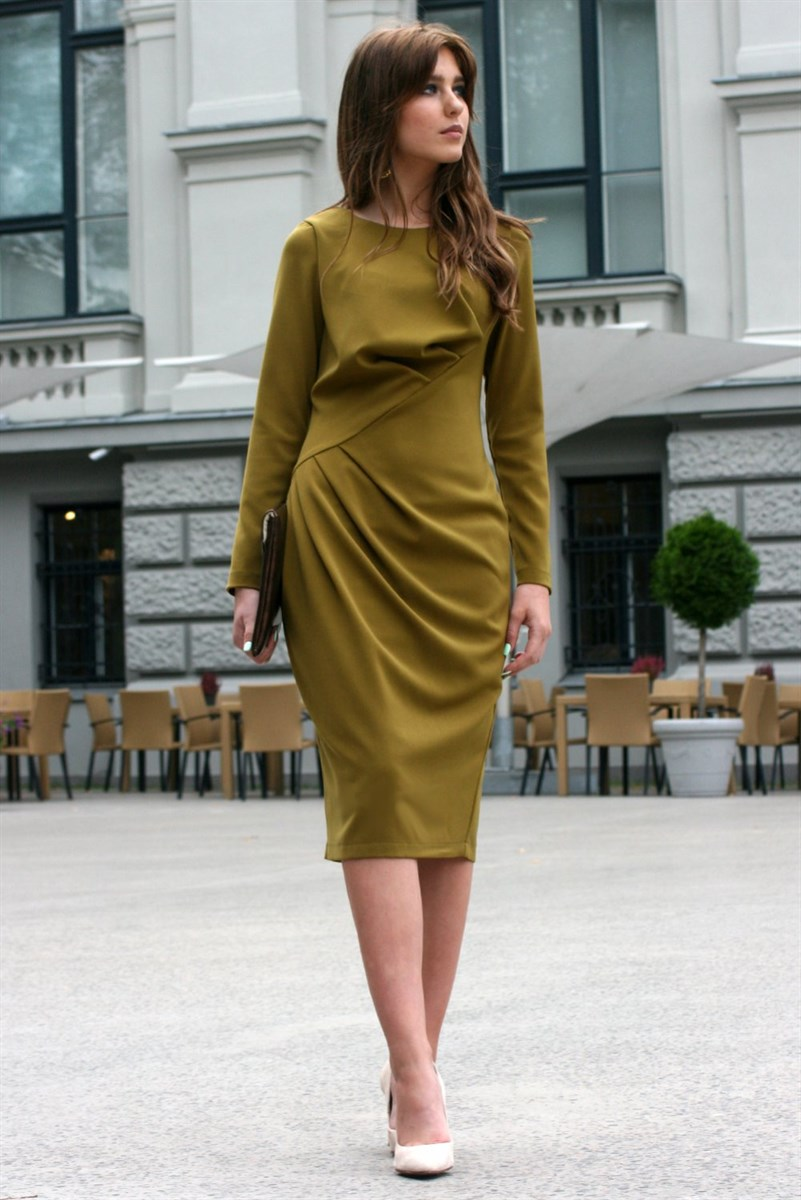 Green dress with pleats on the waistline